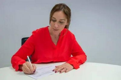 Vidal oficializó las primeras renuncias de su Gabinete