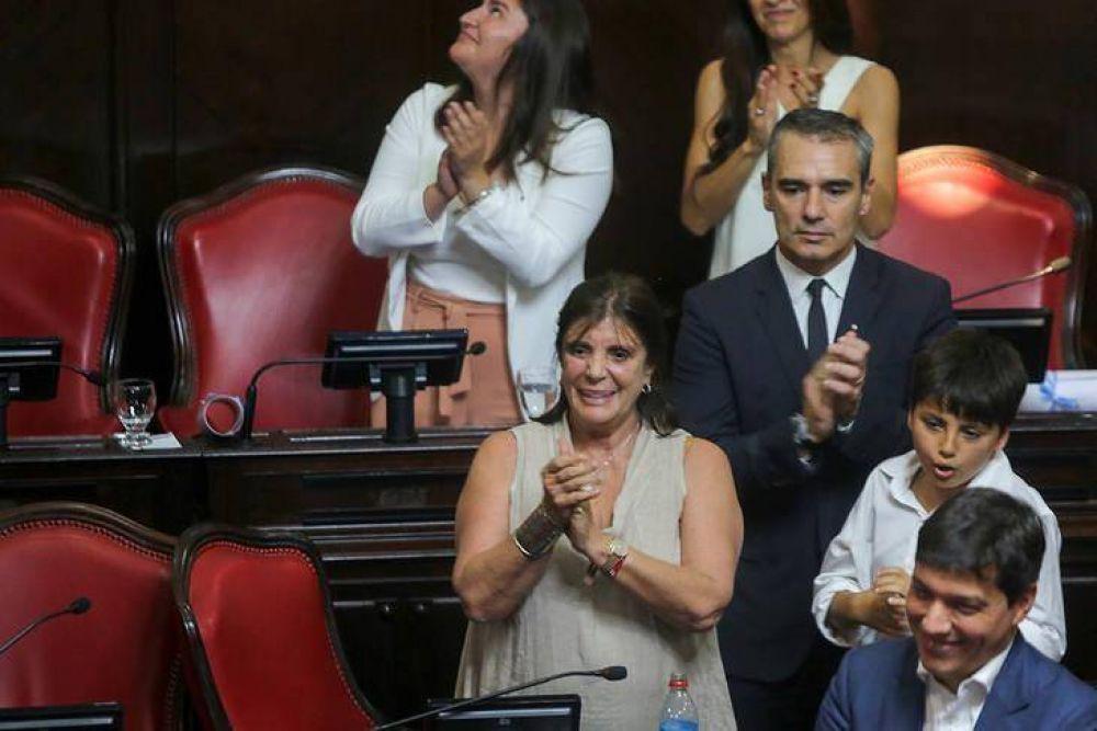 La senadora Teresa García será la mujer de la transición entre Axel y Vidal