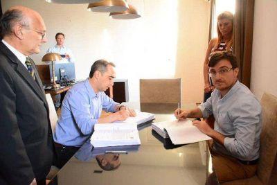 Morón | Lucas Ghi y Ramiro Tagliaferro firmaron las actas de traspaso