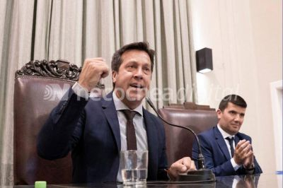 """""""La deuda va a estar superando los 1000 millones de pesos"""""""