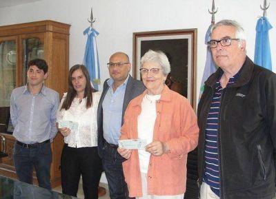 Balcarce: El intendente Reino entregó más de un millones de pesos a instituciones