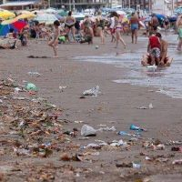 Más del 80% de los residuos encontrados en las playas son plásticos