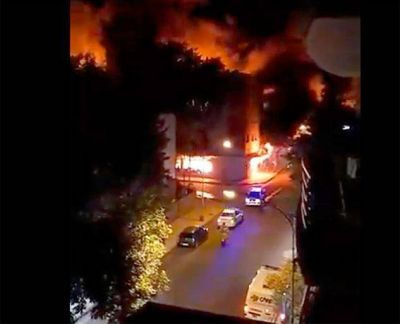 Impactante video del momento en que las llamas destruyen la distribuidora Torres y Liva