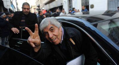 Moyano celebró la doble indemnización y la suba de las retenciones pero criticó la designación de Meoni