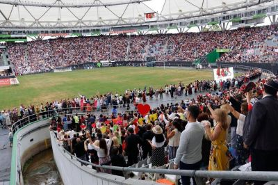 Imponente cierre del encuentro internacional de los testigos de Jehová
