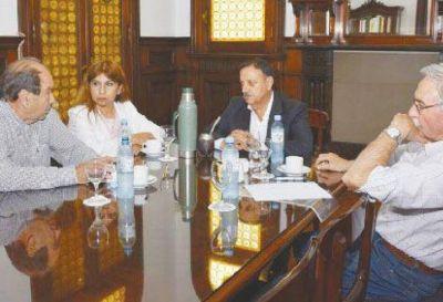 Quintela busca solución para reactivar Confecciones Riojanas