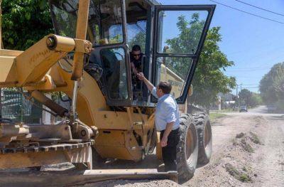 Los Pinares: avanzan las obras de mantenimiento de caminos y nivelación de calles