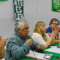 Estatales le pedirán un bono de 5 mil pesos al Gobernador de Formosa