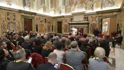 Los ancianos son una riqueza y no un peso para la sociedad, dice el Papa Francisco