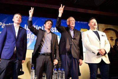 Con Kicillof en la ceremonia de traspaso, Gustavo Menéndez volvió a la presidencia del PJ bonaerense