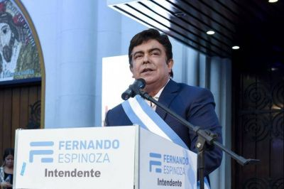 Fernando Espinoza anunció que los empleados municipales cobrarán un bono de 12.750 pesos
