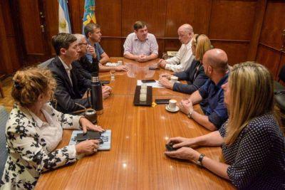 Gestos de buena voluntad, el puerto y la pirotecnia: lo que dejó la reunión de Montenegro con el oficialismo y la oposición