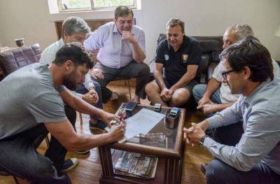 Guardavidas y autoridades municipales llegaron a un acuerdo y firmaron el aumento salarial