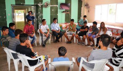 Maravilla Martínez recorrió el Hogar Construyendo Futuro y alentó a adolescentes a continuar el camino del deporte