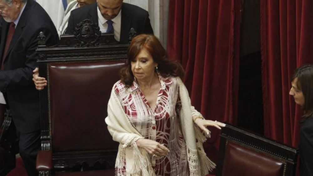 Cristina impuso su mayoría y el Senado aprobó la emergencia económica que pidió Alberto