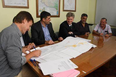 Firmaron el contrato para realizar importante obra de agua y saneamiento en La Adela