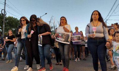 Con profundo dolor, marcharon por el femicidio de Laura Sirera
