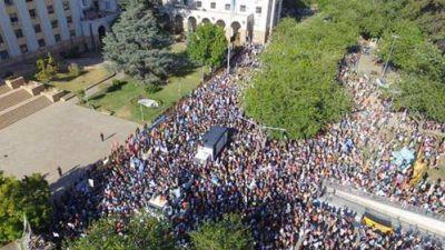"""""""Suárez, basura, queremos agua pura"""": Mendoza se planta contra la megaminería y la represión"""