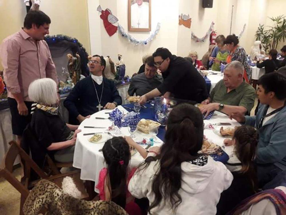 Obispo encabezó la cena de Nochebuena de Cáritas