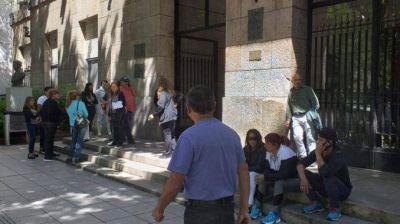 """Trabajadores del Puerto reclaman que el intendente """"se haga cargo"""""""