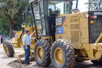 Montenegro junto a Bowden recorrieron los trabajos en el camino rural Los Ortiz