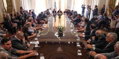 Cumbre de Alberto con empresarios y sindicalistas por la firma del pacto social