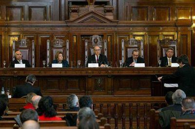 Santa Fe deberá abstenerse de cobros a petroleras a la espera de un fallo de la Corte