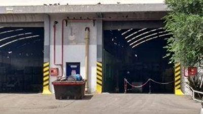Evacuaron a 80 trabajadores por emanación de gases de un basurero petrolero