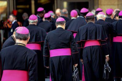 Las intrigas vaticanas marcan el rumbo de la Iglesia