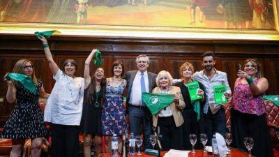 Alberto prepara el proyecto para legalizar el aborto y los verdes confían en que será ley