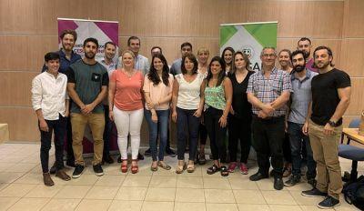 Escuela de Negocios: se graduó el primer grupo de operadores