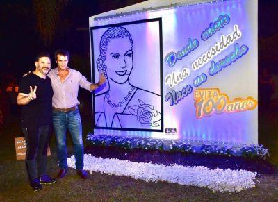 """Colocaron en Concordia una réplica de la """"Evita encendida"""" que está en calle 9 de julio en CABA"""