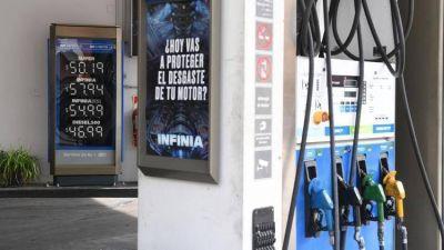 Tras la polémica por YPF, el Gobierno aplazó un alza en los impuestos de los combustibles
