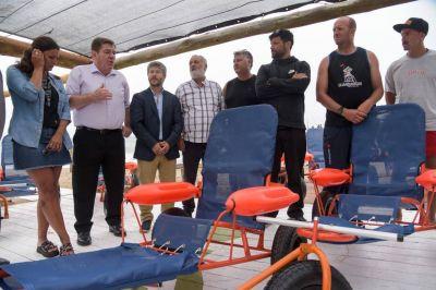 El Municipio adquirió 12 sillas anfibias para personas con discapacidad