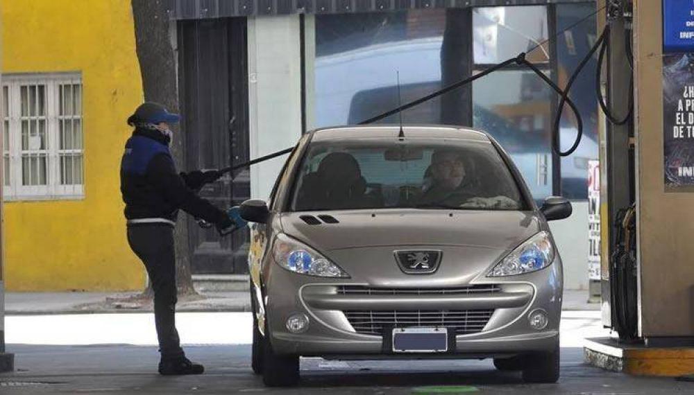El gobierno postergó hasta febrero la suba del impuesto a la nafta y el gasoil