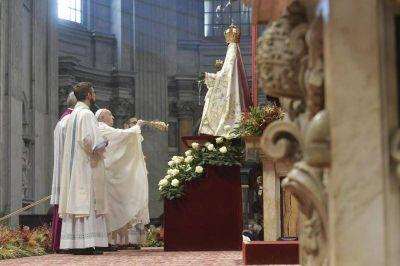 """Francisco: """"Toda violencia infligida a la mujer es una profanación de Dios"""""""