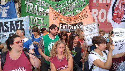 Rebelión estatal en Santa Fe contra el cronograma de pago salarial extendido