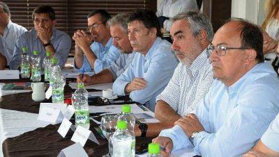 """Desde el Foro de intendentes radicales sostienen que """"es importante"""" que Kicillof tenga su Ley Fiscal"""