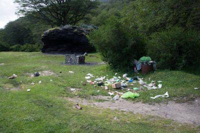 El Municipio realizó limpieza de basura acumulada que es dejada por la gente