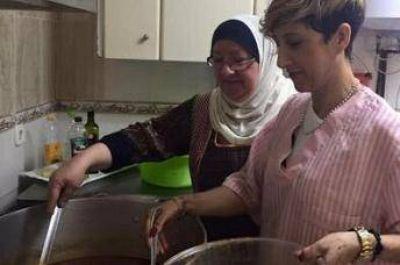 La familia musulmana que alimenta a españoles sin techo en uno de los barrios más pobres de España