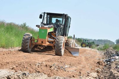 Trabajos de mejoramiento vial en el Basural Municipal