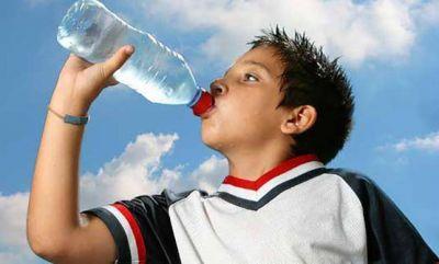 8 razones para tomar agua y dejar las bebidas azucaradas