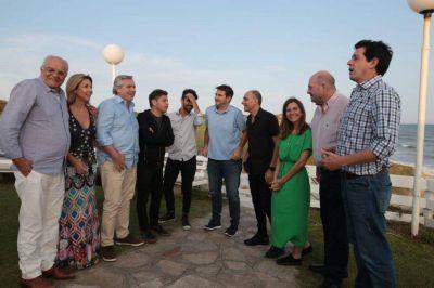 Alberto Fernández visitó Mar del Plata y se reunió con productores teatrales y actores