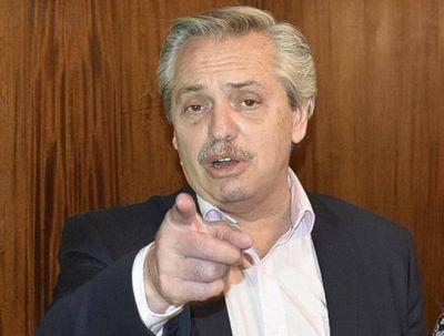 Alberto llegó a Mar del Plata y se reunión con Kicillof, Raverta y un grupo de productores teatrales
