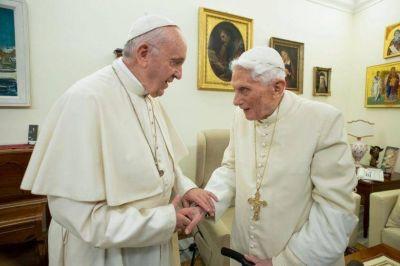 Los dos Papas de verdad: Benedicto y Francisco divididos sobre el celibato sacerdotal