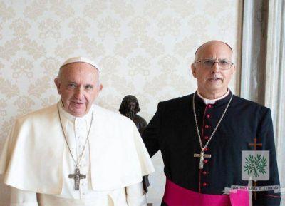 El Papa recibió al obispo castrense y le entregó rosarios para militares presos
