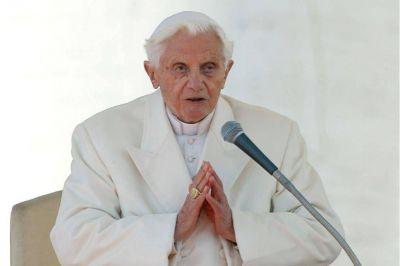 Benedicto XVI negó haber escrito un libro con el cardenal Sarah en el que reivindica el celibato