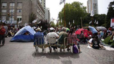 Sin respuestas, organizaciones sociales se preparan para acampar en la Municipalidad