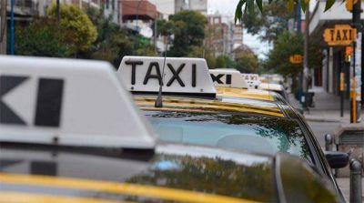 """Taxistas afirman que """"se incrementó el trabajo"""" y celebran que """"haya llegado mucha gente a la ciudad"""""""