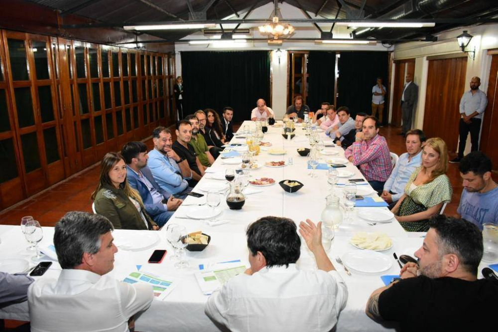 Arroyo presentó la tarjeta alimentaria en Merlo